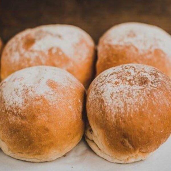 Baker toms white rolls